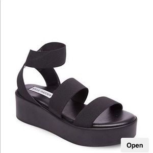Steve Madden strapping sandals